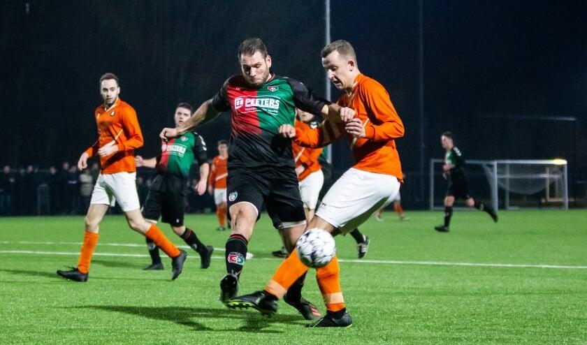 Youri van Vulpen (rechts) maakt de overstap van DVV naar Sportclub Groessen.