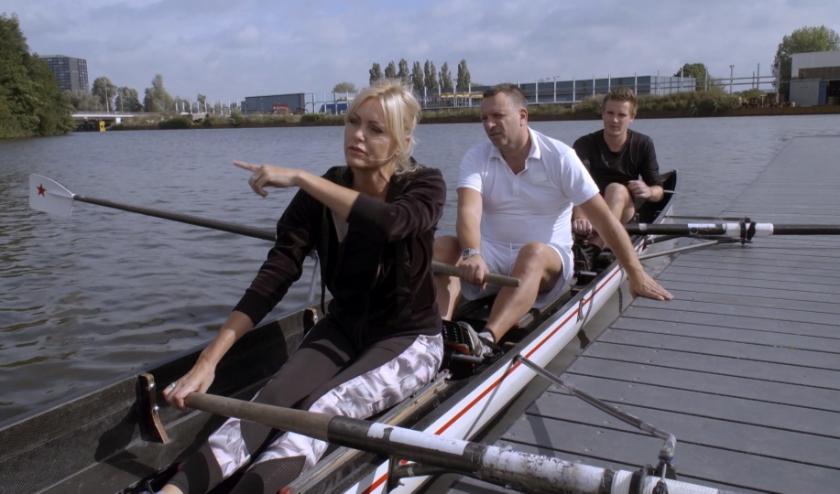 Sophia en Erik uit Ermelo gaan wonen in een Gronings studentenhuis en gaan mee naar de roeivereniging.