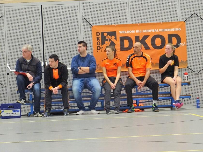 Ondanks de ruime 28-6 nederlaag die DKOD, op bezoek bij koploper Animo leed, zag trainer Jaap Jochems (op archieffoto, tweede van links) zeker nog perspectief voor de komende duels.