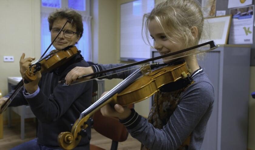 <p>Bij het open huis van Kaliber kunnen bezoekers zien wat er allemaal te doen is op het gebied van muziek, zang, theater en kunst.&nbsp;</p>
