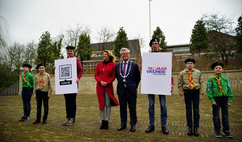 Wethouder van Driel, burgemeester Aptroot en de scouts van John McCormick. Foto: Robbert Roos