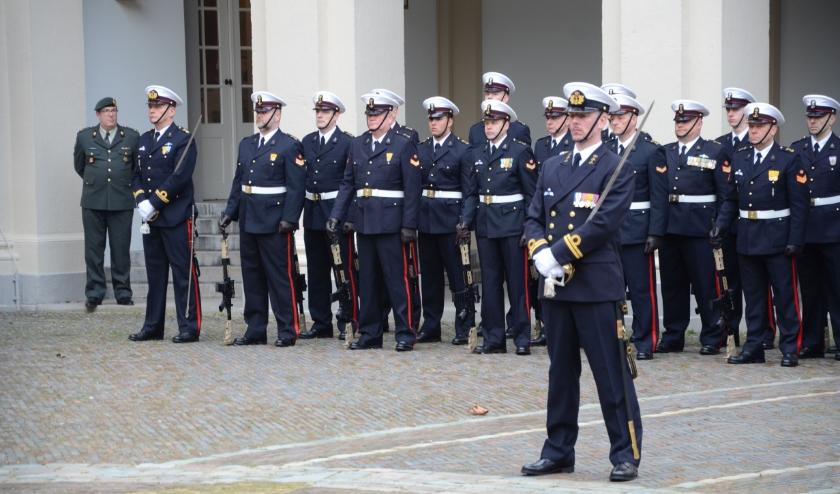 Paradecommandant Niels Wuijts bij Paleis Noordeinde.