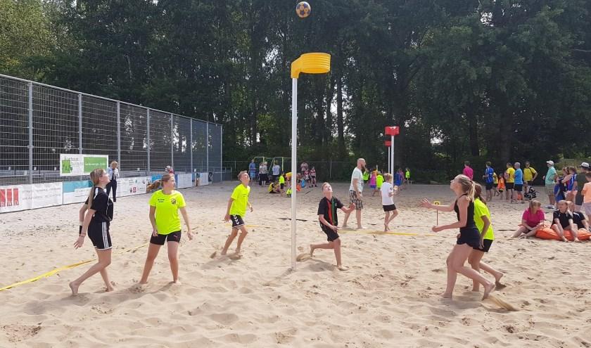 Beachcourt van Stichting Beachsporten in Hoogvliet.