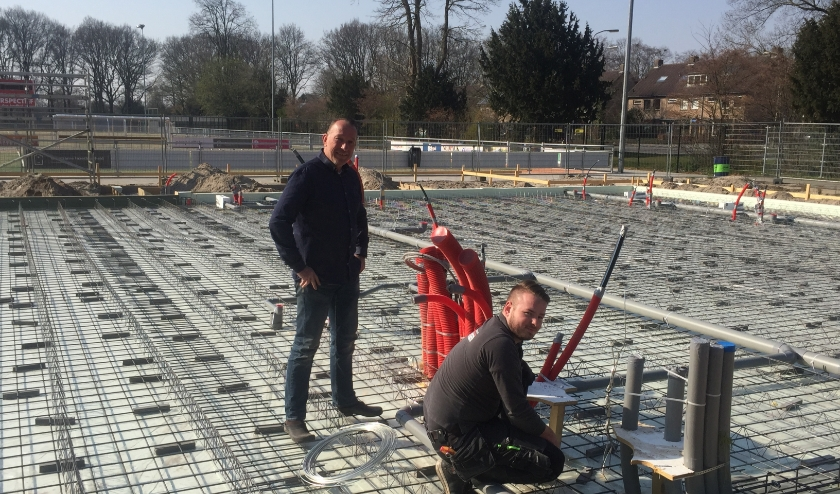 Op sportpark Slingerbos is er nog activiteit: er wordt gebouwd aan de nieuwe accommodatie van korfbalvereniging Unitas. (foto: Marco Jansen)