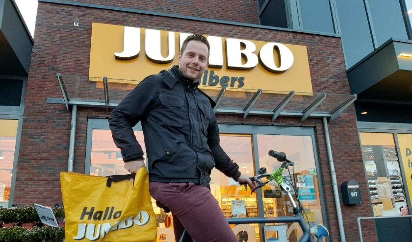 Lennart van Netwerk voor Jou helpt u graag met uw boodschappen. (Foto: Lilian Steensma-Valkenburg)