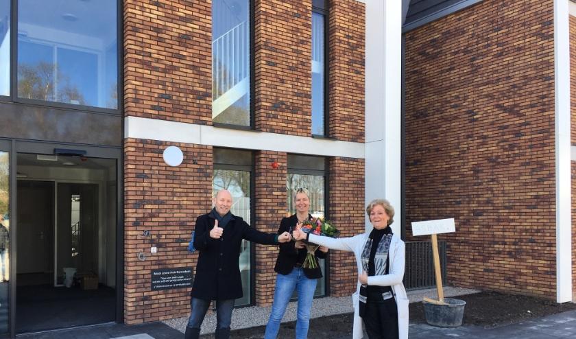 Harry van de Kraats, voorzitter Mooi Leven Huis, Carla de Vries van Philadeplphia en Corry Lieftink van De Wekerom B.V.
