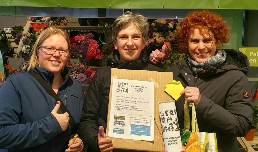 Vlnr: initiatiefnemers Diana Rubinger, Conny de Laat en Marieke Mouwe met hun logo.