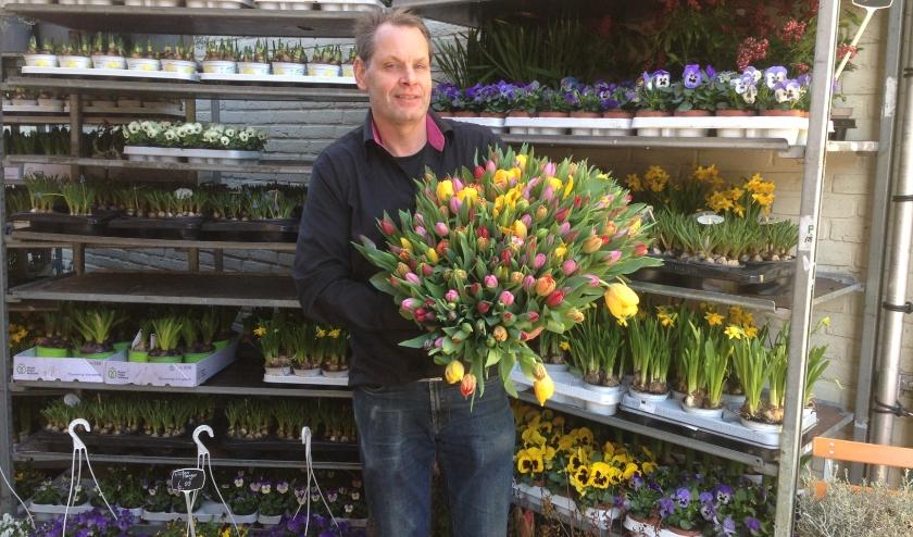 """Herman Cooijmans: """"Nu iedereen thuis moet blijven kun je het gezellig maken met een bloemetje."""""""