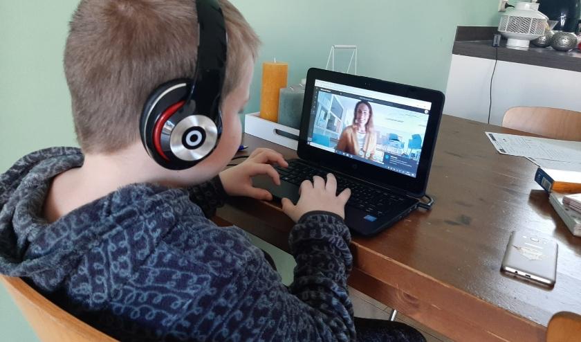Leerlingen kunnen vanuit contact houden met hun juf of meester.