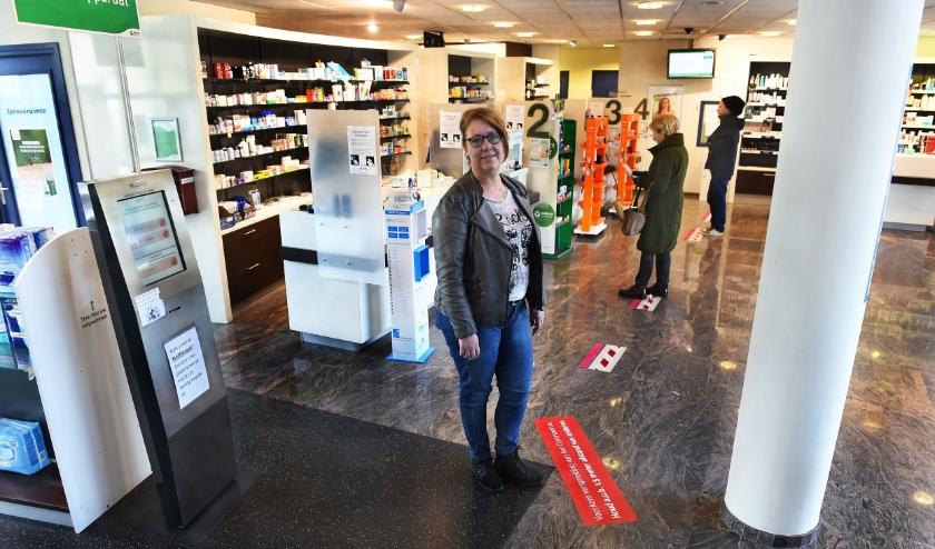Anita Temmink bij apotheek De Haan aan de Raadhuisstraat in Doetinchem