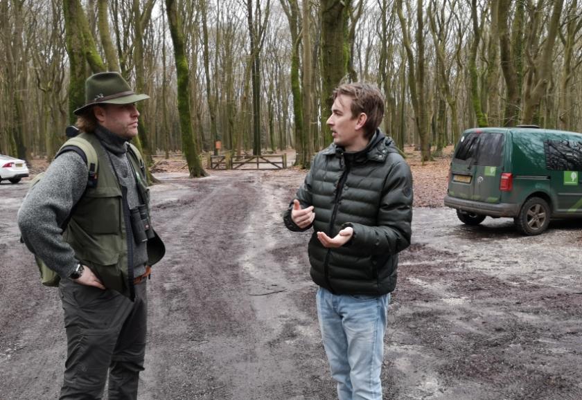 Boswachter van Staatsbosbeheer, Lennard Jasper en raadslid Pieter-Jan van Rossen.