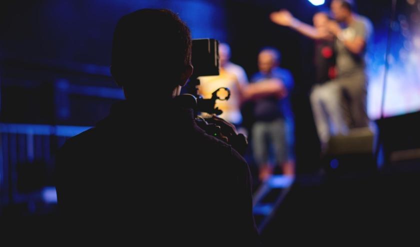 Via de website kan gekeken worden op naar theatervoorstellingen die eerder in De Schalm zijn opgenomen. FOTO: De Schalm.