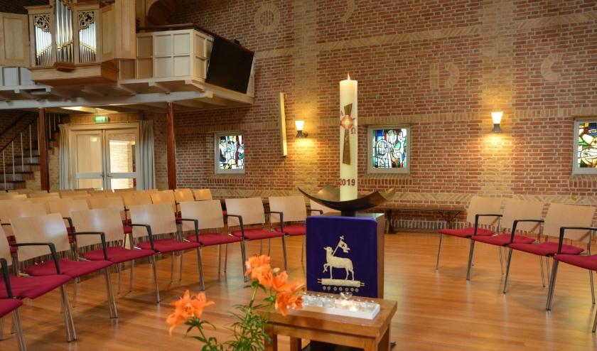Het interieur van de Agnes Dei-kerk.