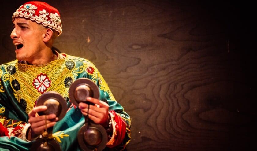 <p>Gnawa muzikanten treden op tijdens het festival in Den Haag.(Foto: Edoardo Genova)</p>
