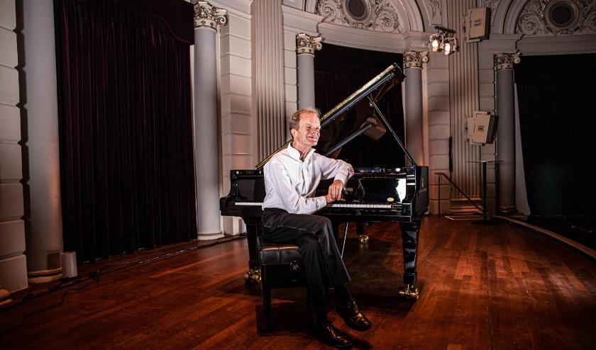 Bert van den Brink staat op vrijdag 13 maart om 20.00 uur in het Stroomhuis met 'Berts Bytes in Concert'.