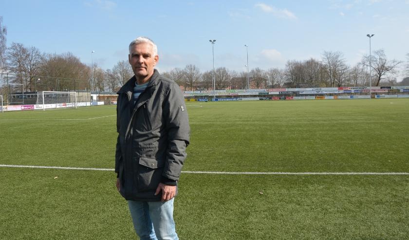 Voorzitter Jaap van der Beek heeft het sportpark voor zich alleen (foto: Dick van der Veen)