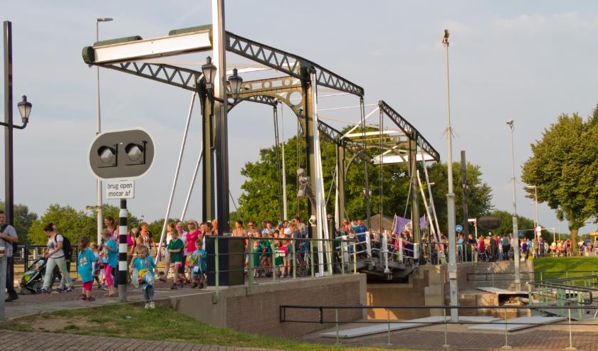 Traditioneel komen tientallen vrijwilligers, honderden deelnemers en bezoekers naar de avondvierdaagse Vianen.
