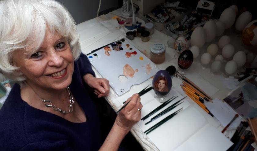 Tiety Entjes-Weij is vooral bekend om haar ei-portretten van leden van het koninklijk huis.