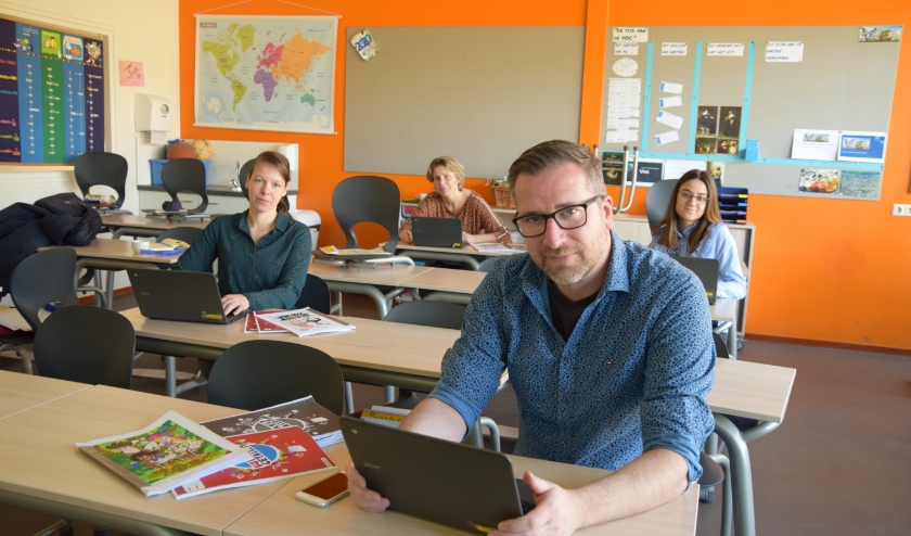 Martijn Misana met zijn collega's Shirley Piette, Marieke Gussinklo en Givana Emmanuel (vlnr) van De Telgenkamp. ''We hopen dat we groep 8 nog een mooi afscheid kunnen geven.'' (Foto Timo Oving)