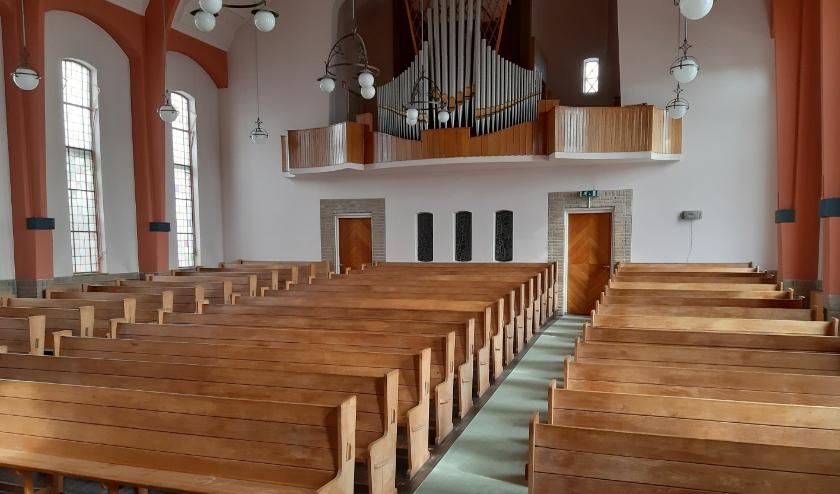 de kerkzaal van de gereformeerde kerk