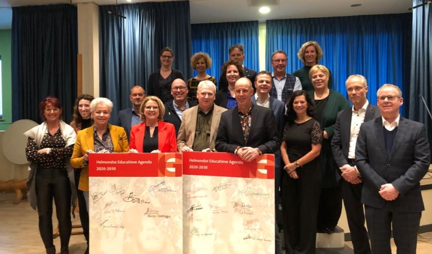 De Helmondse Educatieve Agenda is feestelijk ondertekend door 18  schoolbestuurders, 6 directies van kinderopvangorganisaties en onderwijswethouder Cathalijne Dortmans.