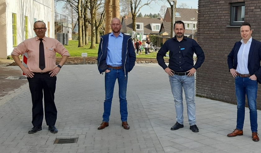 Herbert Kroets (Coop Zevenaar), Chiel Leenders (SPAR), Michael van`t Hof (Albert Heijn) en Jan Heemskerk (Jumbo Zevenaar). (foto: PR)