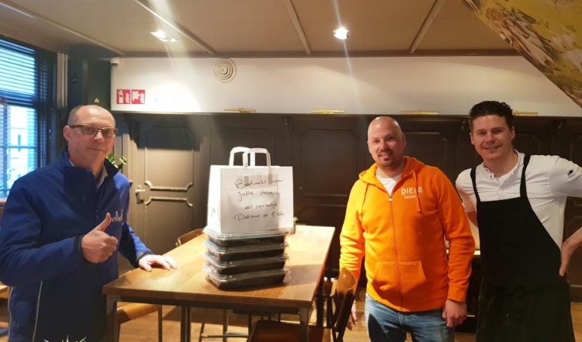 Sjirk Bijma roept iedereen op om ondernemers als Elsko Sjabbens en Dietmar Baars te steunen. (foto: Kees Stap)