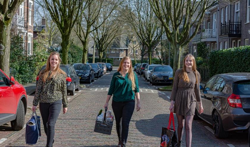Lisa Hartjes (midden) samen met twee medestudenten zijn klaar om Arnhem te helpen!