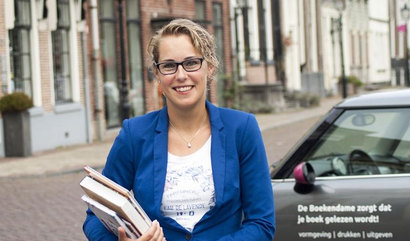 Mirella Zwanenburg. Ze is grafisch vormgever en uitgever van boeken.