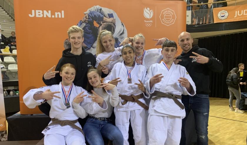 Trotse judoka's en trainers Judosport Oost bij NK -21