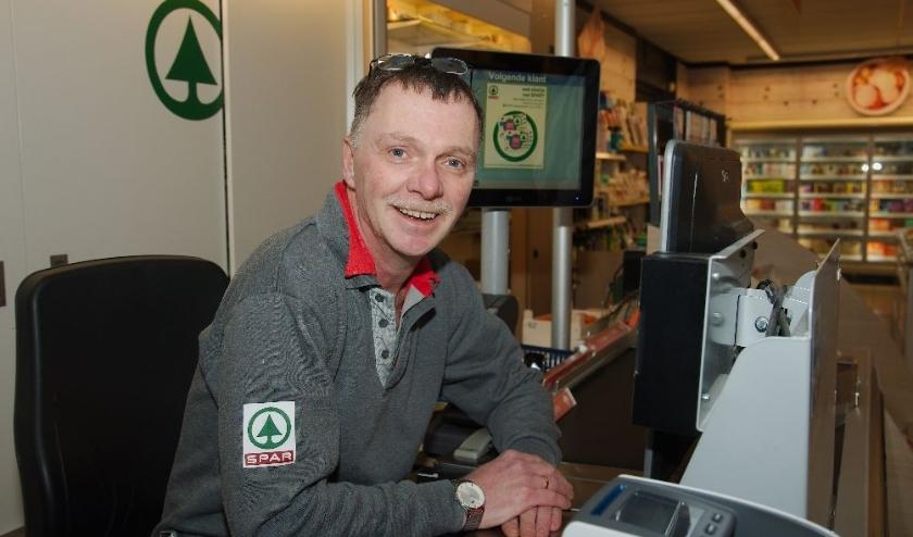 Willem van de Vlag: ''Vooral ouderen spreken Deaventers in de winkel''. (foto Gert Perdon)