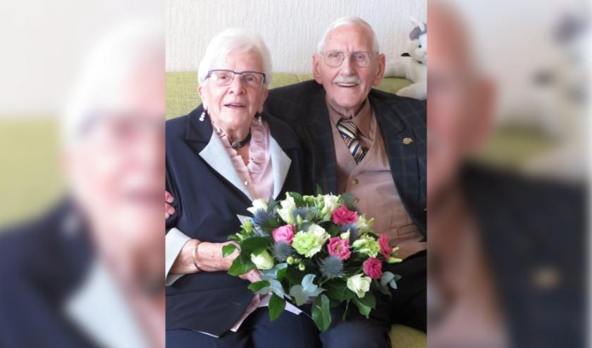 Nel en Johan Hijzelendoorn waren op 17 maart 65 jaar getrouwd. Het briljanten huwelijksfeest was zeer sober. (Foto: Frineke Hardeman)