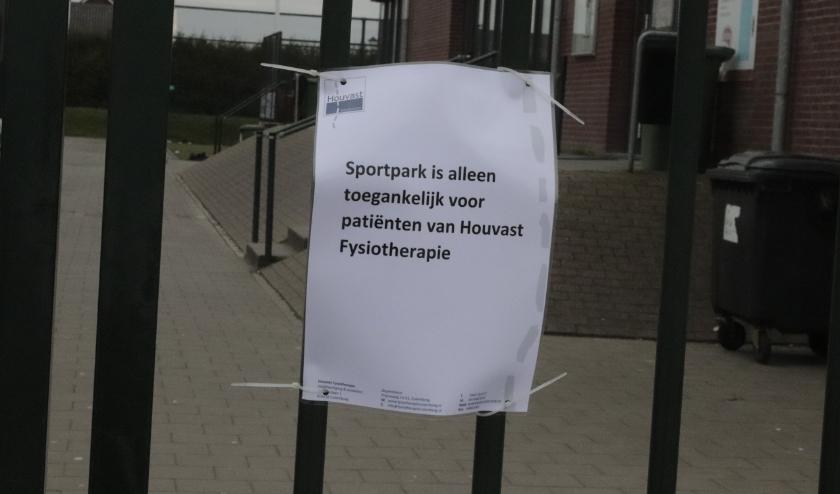 De sportparken blijven gesloten in Culemborg. Er kan niemand de velden betreden daar wordt voor gewaarschuwd.