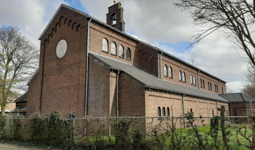 De weinig geziene achterzijde van de katholieke kerk in Veenendaal-zuid. (Foto: Martin Brink/Rijnpost)