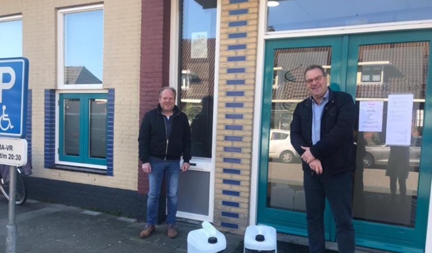 Het Harderwijkse Fealter heeft 50 liter desinfectans aan de HuisartsenPost (HAP) in Harderwijk geschonken.