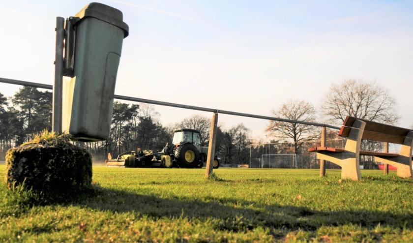 De kosten van het onderhoud van de sportvelden gaan vooralsnog gewoon door. Foto: gertbudding.nl