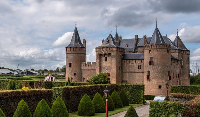 Het Muiderslot geldt als icoon binnen de Oude Hollandse Waterlinie, maar er zijn er meer, van vestingsteden tot forten en schansen.  (Foto: Stichting Oude Hollandse Waterlinie)