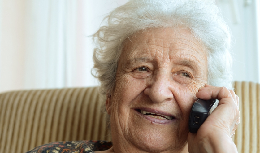 De telefooncirkel voor ouderen van Humanitas zorgt voor dagelijks contact.