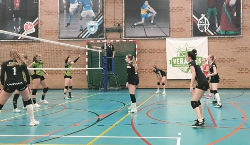 Het team in actie tijdens de wedstrijd tegen Veracles op 7 maart. (Foto: WVC Volley)