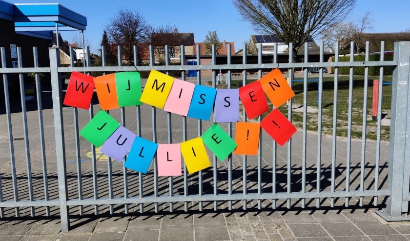 De boodschap op het hek is duidelijk.