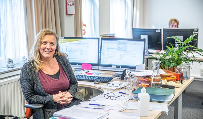 Astrid de Jong  van De Kern, de organisatie voor maatschappelijk werk. 'We hebben geen intake of andere papierwinkel, maar er is gewoon iemand die naar je luistert.'