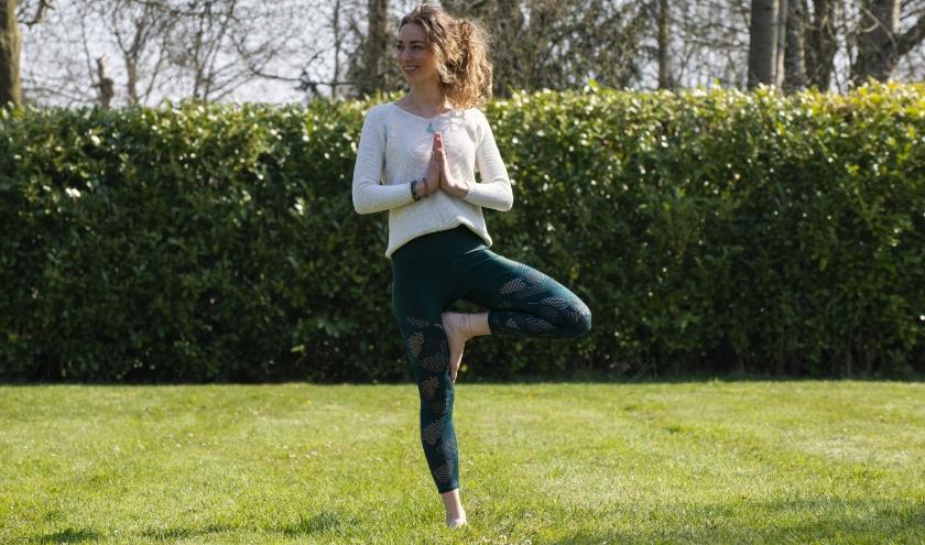 Yogales geven, masseren en rust genereren. Het zijn de essentiële aspecten waar het eigen bedrijf van Eline Gerrits om draait.
