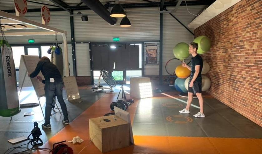 Kijkje achter de schermen bij het opnemen van de online workouts. Als je het filmpje kijkt, zie je daar natuurlijk niets van, daarom hier wel.