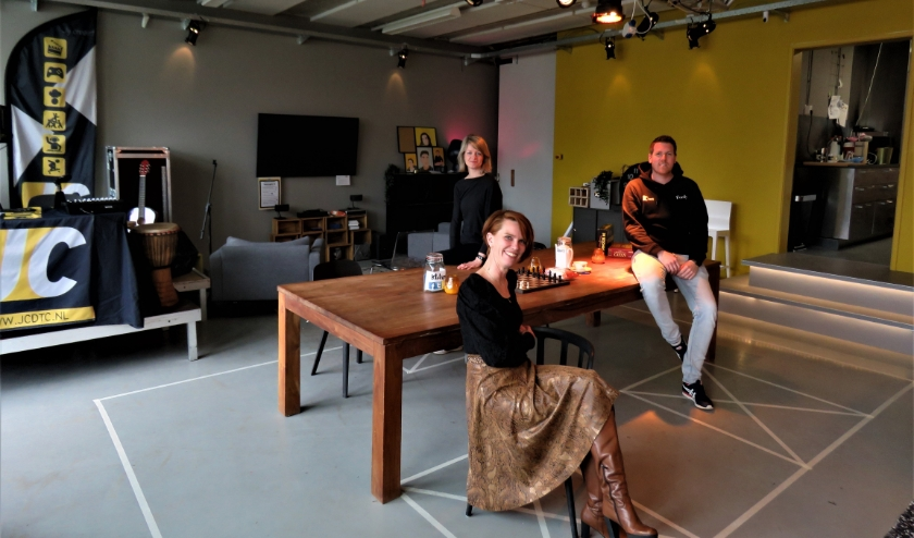 V.l.n.r.  projectleider Maria van der Post, directeur Ester van de Haar en programmaleider Ferdy Wissing.