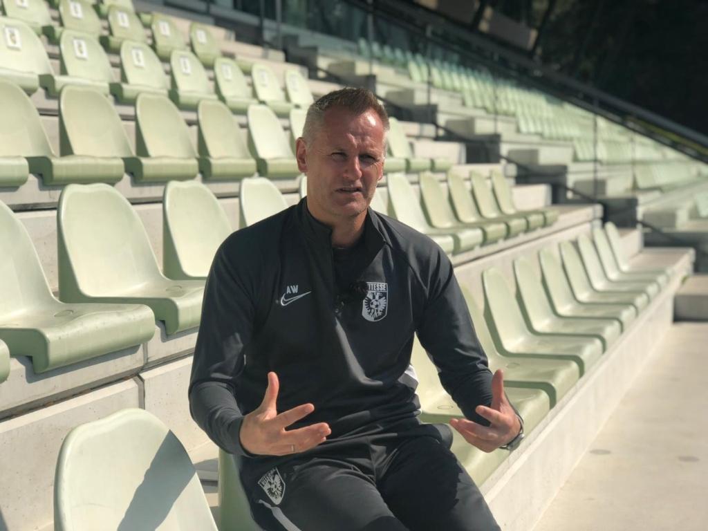 Aloys Wijnker, Hoofd Vitesse Voetbal Academie, is trots op het feit, dat de KNVB de Vitesse Academie voor de zesde keer op rij internationaal heeft gecertificeerd. Foto: Vitesse © DPG Media