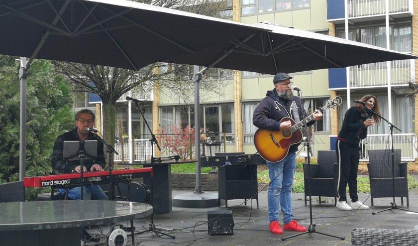 Bekende artiesten brachtenb christelijke liederen. (Fotografie: Gerlinde SikkemaVideo: Presence)