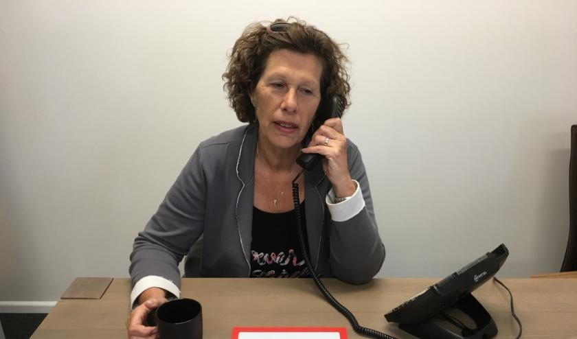 Geesje Versteeg (65) voert al 15 jaar anonieme en vertrouwelijke gesprekken als vrijwilliger bij de Luisterlijn
