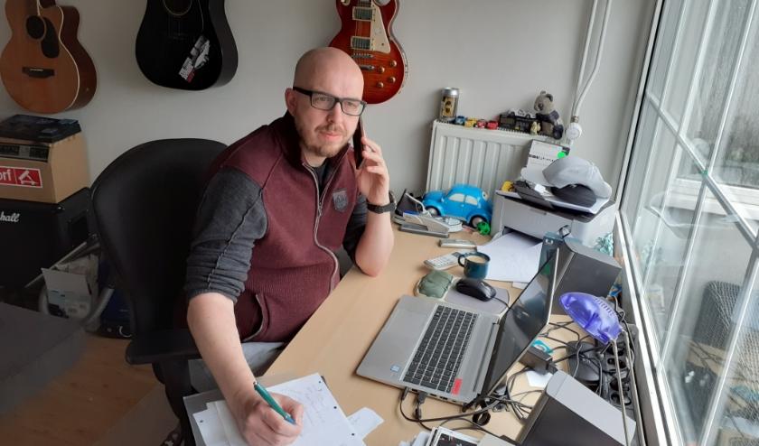 """Bas Veldman, medewerker van het Sociaal Team: 'Wacht niet met uw vragen."""" (Foto: pr)"""