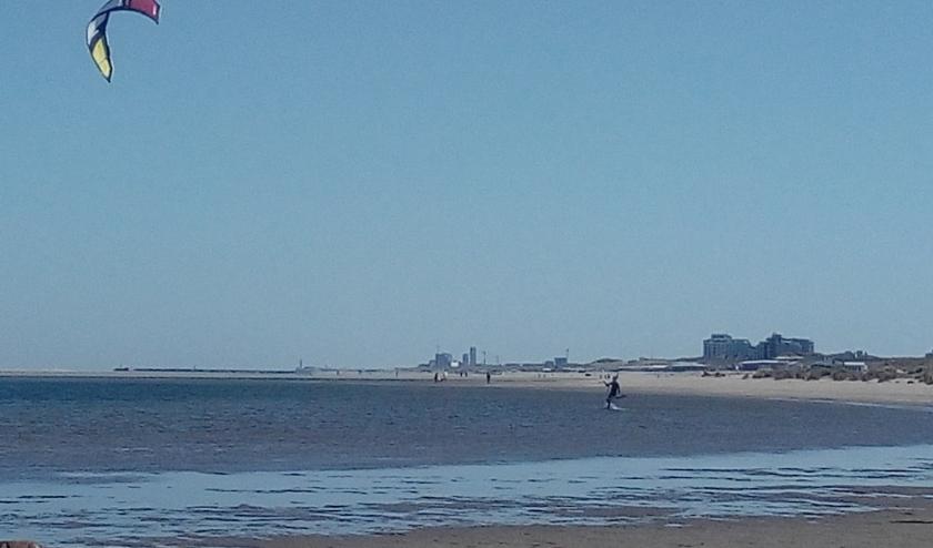Als het aan de gemeente Den Haag ligt gaan de strandtenten woensdag niet open.