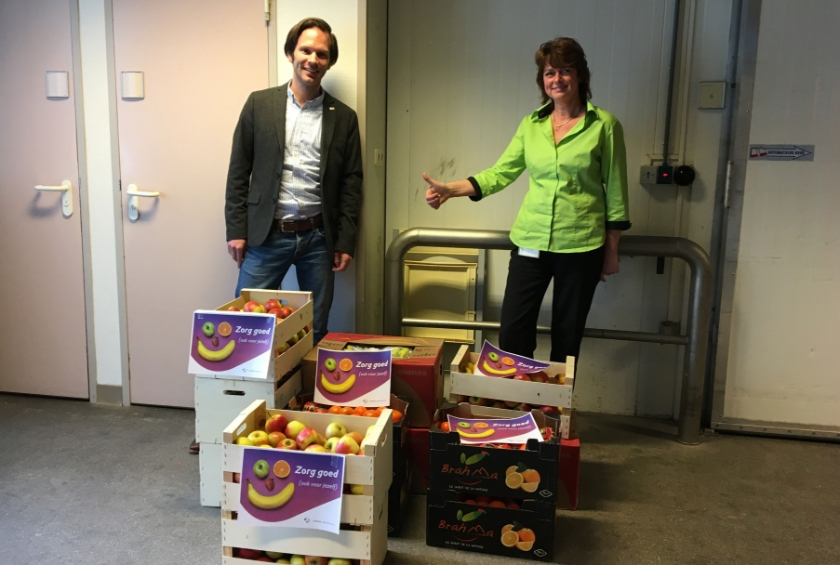 Schenker Leendert Wielink en Angelique van Wingerden, coördinator catering St Jansdal.